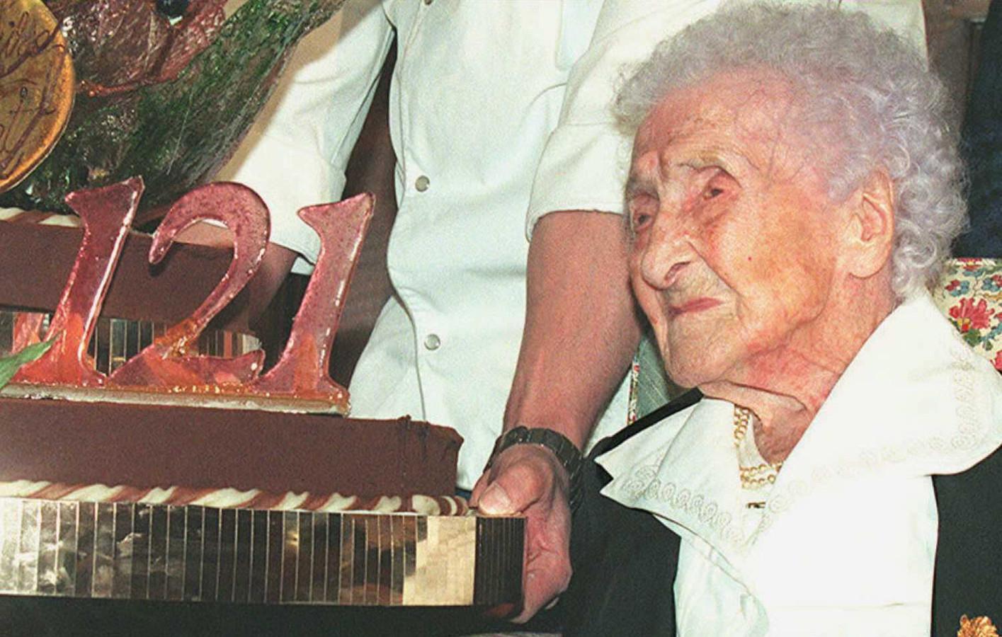 Jeanne Calment op het feestje voor haar 121e verjaardag. Of misschien eigenlijk haar 98e.
