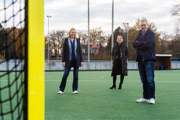 De bestuurders van de Bredase hockeyclubs v.l.n.r. Charlotte Louwers (Breda), Sandra Zwaal (Zwart-Wit) en Menno Woldhuis (Push).