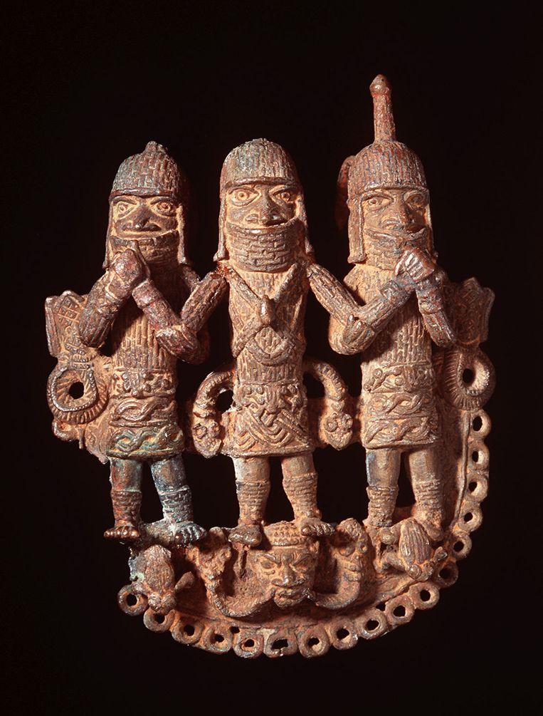 Bronzen taillehanger uit de 18de eeuw uit het koninkrijk Benin.  Beeld Collectie Nationaal Museum van Wereldculturen