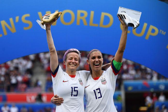 Het Amerikaanse topduo: Rapinoe (l) met de Golden Boot, Morgan met de zilveren.