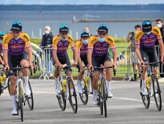 IN BEELD. Alpecin-Fenix springt in het oog op ploegenvoorstelling in Brest