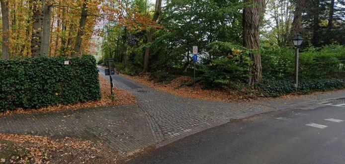 Het lokaal bestuur van Sint-Martens-Latem wil de verkeersveiligheid aan het kruispunt van de Burgemeesterstraat en de Latemstraat verbeteren.