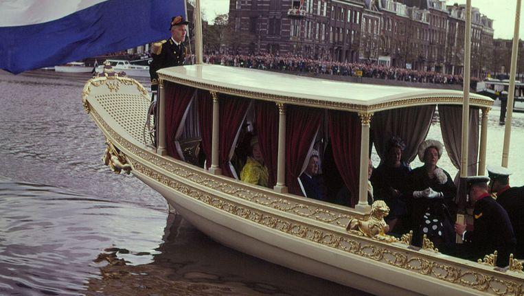De koningssloep met onder anderen koningin Juliana en prinses Beatrix in 1961. Beeld ANP