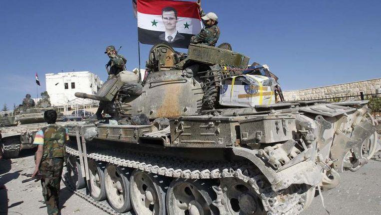 Soldaten van het Syrische leger rijden door het christelijke dorp Maloula, ten noordoosten van Damascus. Beeld reuters