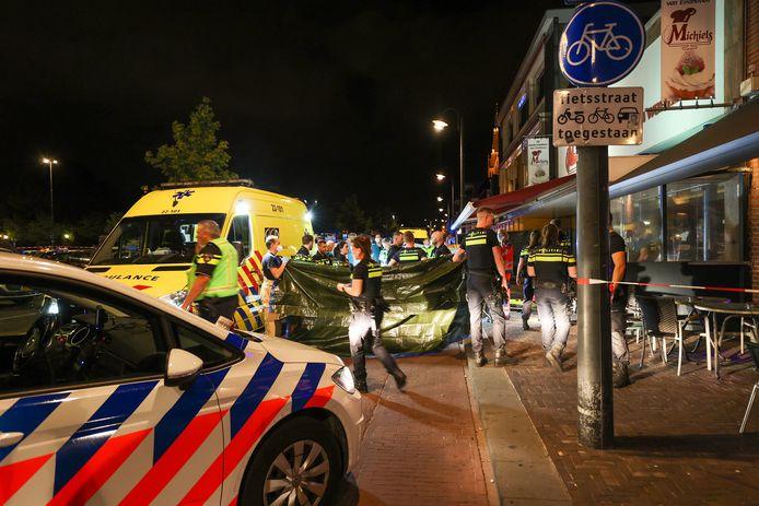 Voor het oog van terrasgangers werd op de Eindhovense Kruisstraat vorig jaar de Belgische Yassine Amiz doodgestoken. Niemand greep in, of hielp hem terwijl hij lag te sterven.