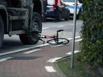 """Jaar rijverbod gevorderd voor truckchauffeur die wielertoerist onder wielen sleurt: """"Beklaagde had daar niet mogen rijden"""""""