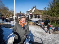 Drukte in schaatswalhalla Kop van Overijssel, toch is burgemeester Bats blij: 'Schaatsers hebben hun verstand gebruikt'