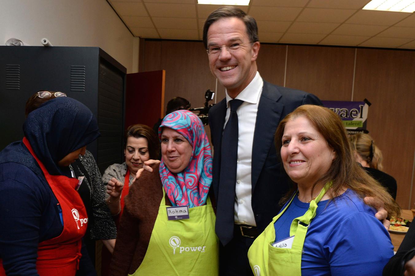 Enschede - Werkbezoek premier Rutte aan Enschede, Rutte bezoekt 't Ni-je terphoes.