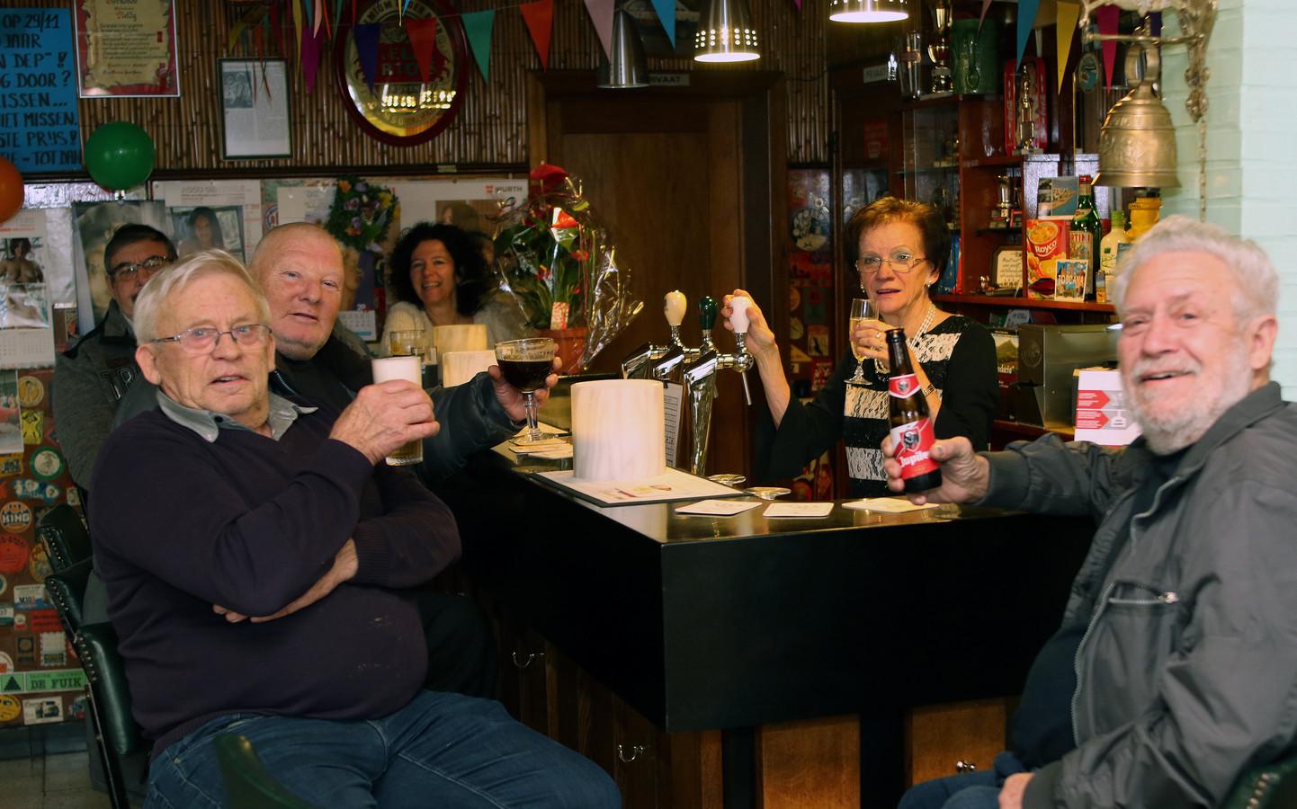 Nelly Slegers vierde haar 50-jarig jubileum samen met haar trouwe klanten.