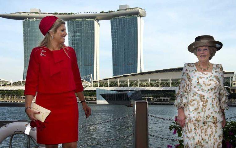 Koningin Beatrix en prinses Maxima zijn aangekomen op de Clifford Pier tijdens de slotdag van hun tweedaagse staatsbezoek aan Singapore. Beeld anp