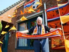Waar is de EK-koorts? Arie (82) heeft zijn huis wel oranje: 'Sport, dat houdt me op de been'