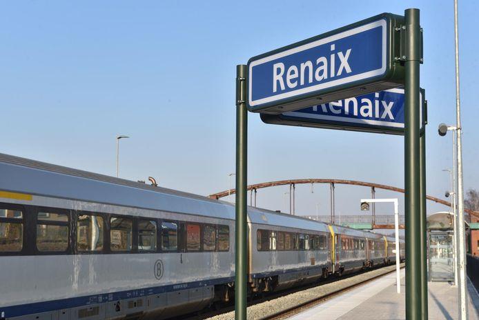Het station in Ronse is ook aangegeven in het Frans.