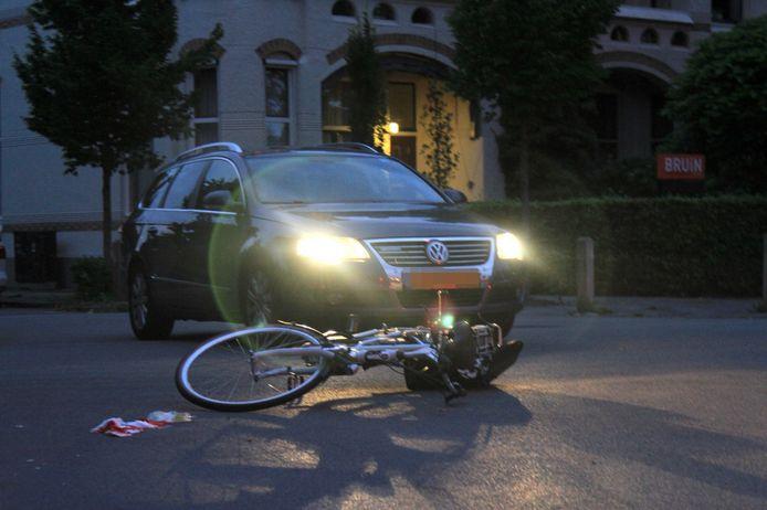 De fietser raakte gewond bij de aanrijding.