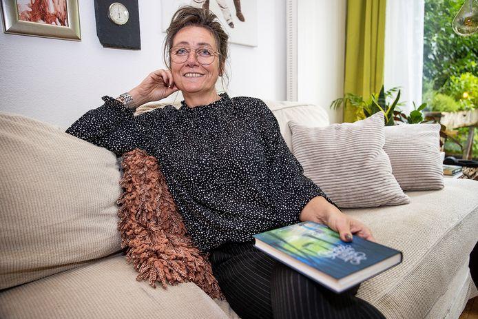 Marianne Canters, schrijfster van 'Het geheim van het verdwenen Katoenpad' verzorgt een webinar over geluk.