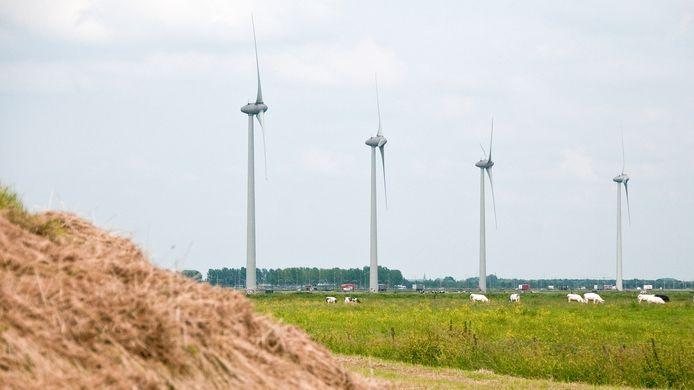 Windmolens zoals die langs de A15 staan bij Echteld.