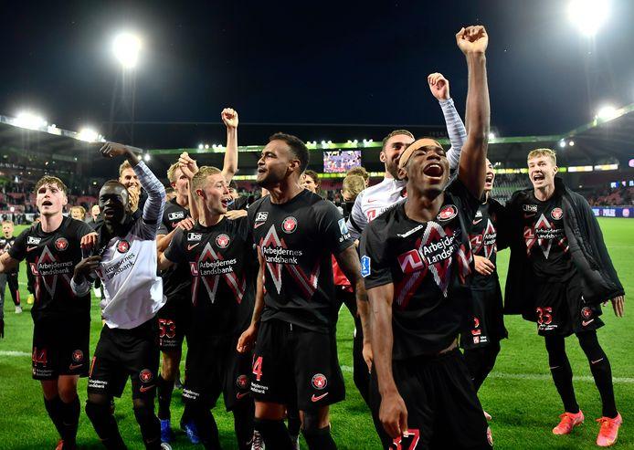 FC Midtjylland vieren de overwinning op Celtic.