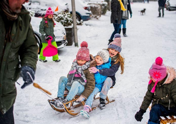 Sneeuwpret in de Esse Laag in Nieuwerkerk aan den IJssel.