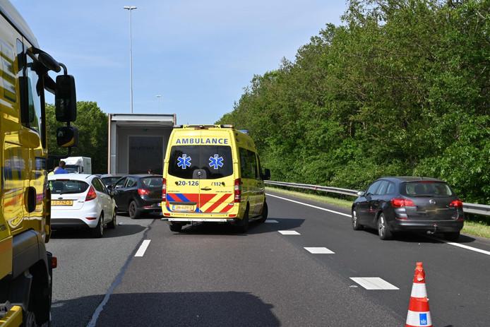 Ongeluk op de A27 bij Breda.