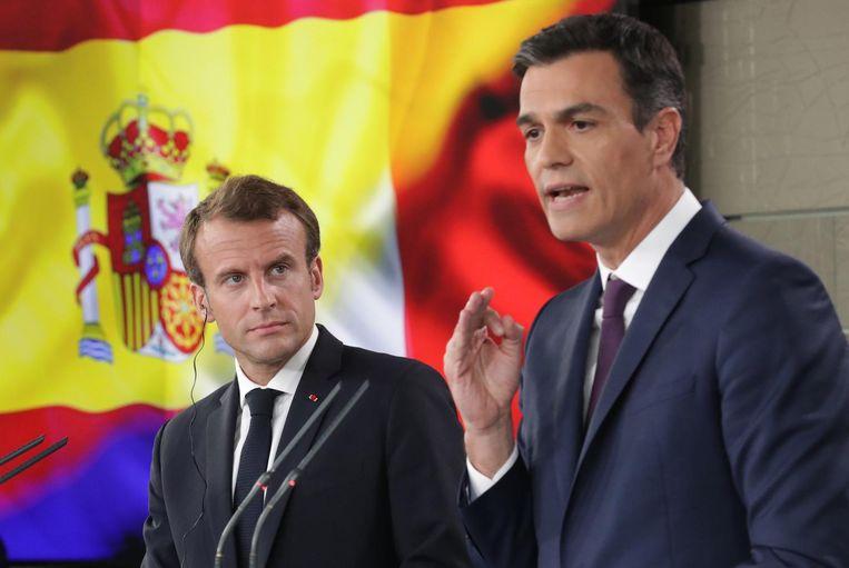 Archiefbeeld van de Franse president Macron en de Spaanse premier Sanchez tijdens een persconferentie in 2018. Beeld epa