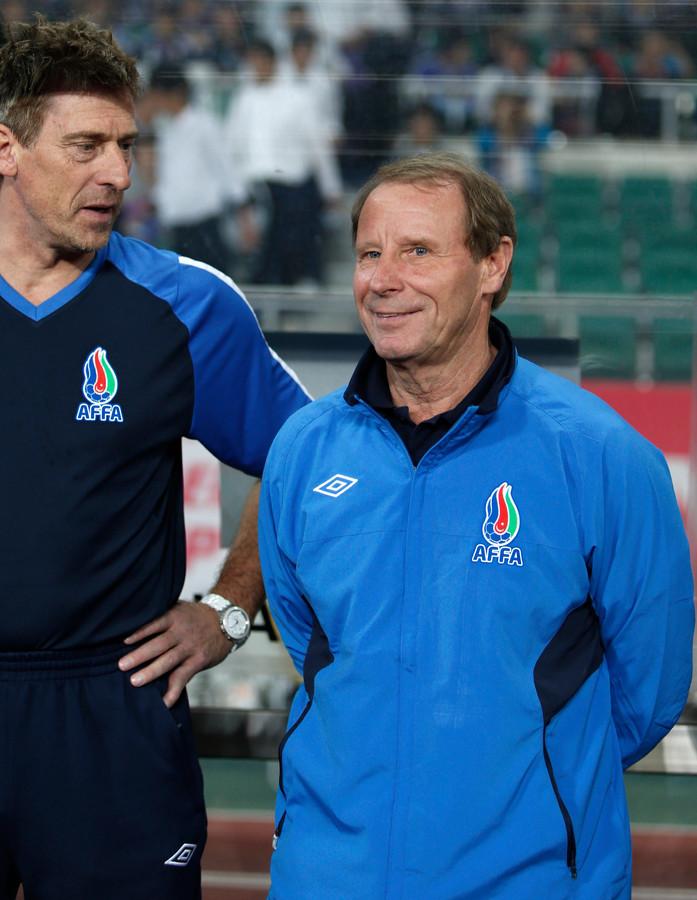 Berti Vogts (rechts) in zijn tijd als bondscoach van Azerbeidzjan.