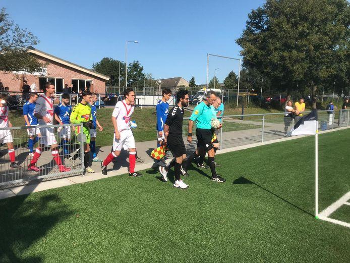 Helios en Sportclub Deventer speelden dit seizoen voor het eerst een derby op zaterdagmiddag. Het wordt voor clubs aantrekkelijker om te veranderen van speeldag.
