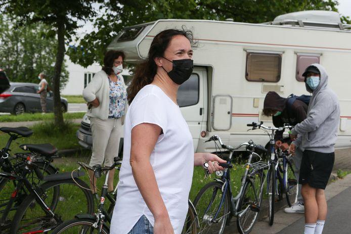 Elke De Bleye stuurde haar zoon en vier vrienden met de fiets naar haar huis om daar samen in isolatie te gaan. Zij verhuist tijdelijk naar ergens anders.