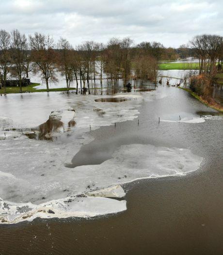 Zo ziet het ondergelopen Twente eruit: smeltende sneeuw levert mooie plaatjes op
