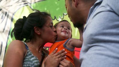 """Baby herenigd met vader nadat ze gescheiden werden in VS: """"Mijn kind herkende me niet meer"""""""