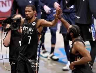 """""""Apprecieer het zolang je kan"""": Kevin Durant zet waanzinnige 'triple-double' neer en sleurt Nets in z'n eentje voorbij Bucks"""
