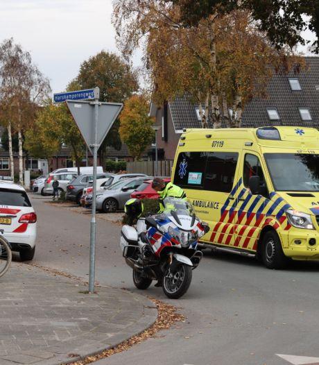 Wielrenner naar het ziekenhuis na botsing met auto in Harskamp