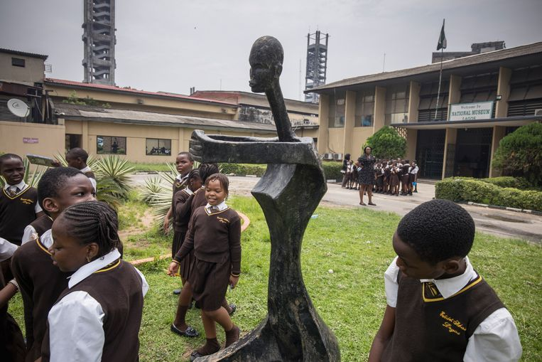 School children visiting the National Museum. Although they form a large part of the visitors, the museum has practically no special facilities for children.  Beeld Petterik Wiggers