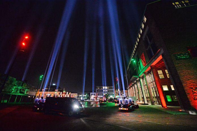 Een vuurwerkshow in de binnenstad van Hengelo gaat er niet komen. Een lasershow zou wel kunnen. Zoals Hengelicht dat afgelopen oudejaarsnacht voor het eerst werd gehouden.