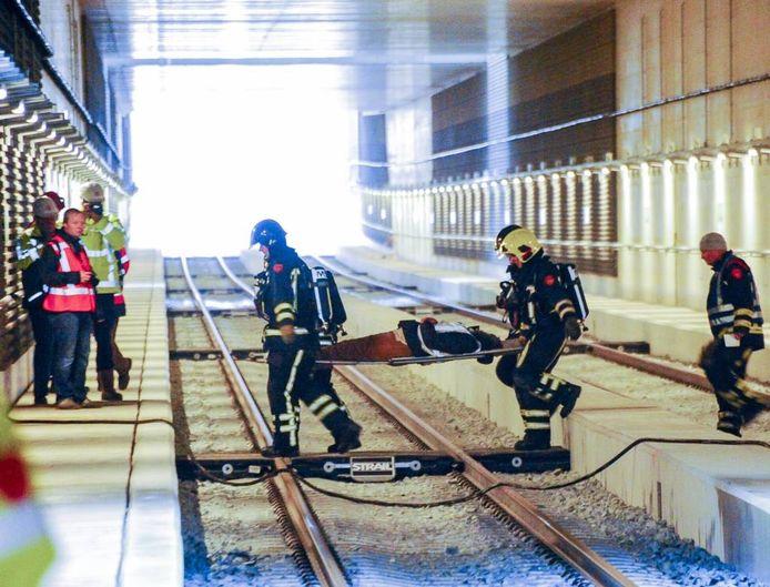 In de combitunnel werd zaterdag een calamiteitenoefening gehouden. foto Wouter Borre