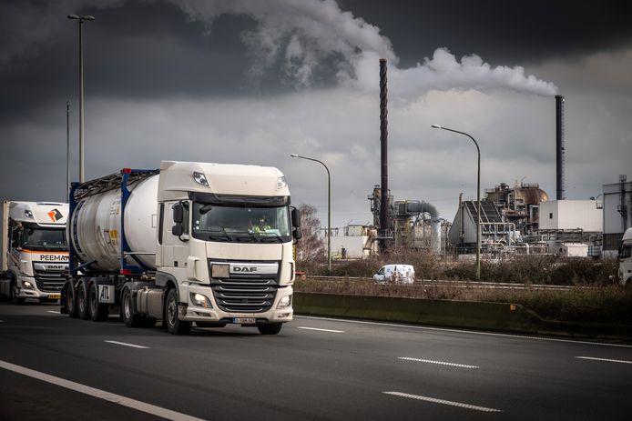Industrie rond de haven van Antwerpen.