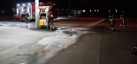 Auto lekt flink wat diesel bij tankstation in Kaatsheuvel en gaat er vandoor