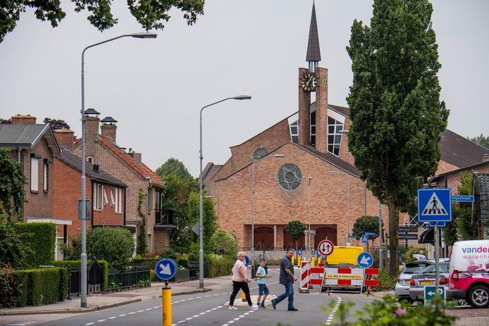 De Gereformeerde Gemeente in Nederland kerkt in Opheusden in het grootste kerkgebouw van Nederland. De kerk biedt plaats aan 2850 mensen.