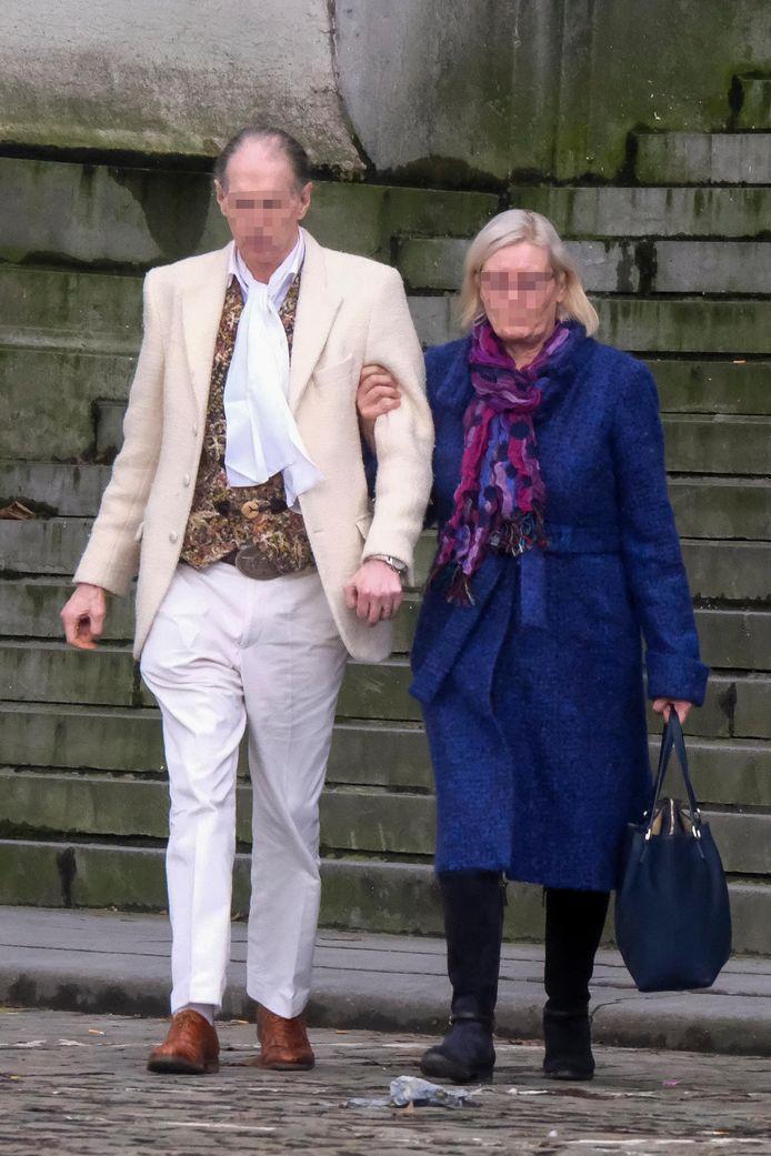 Verdachte Johannes D.W. (65) met zijn vriendin Anita V.H (59).