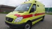 Fietser lichtgewond bij ongeval met lichte vrachtwagen