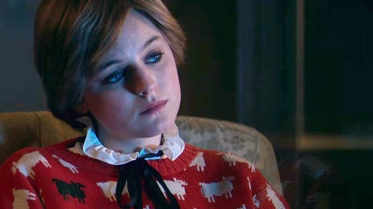Emma Corrin, mét trui, als Diana in 'The Crown'.  Beeld Netflix