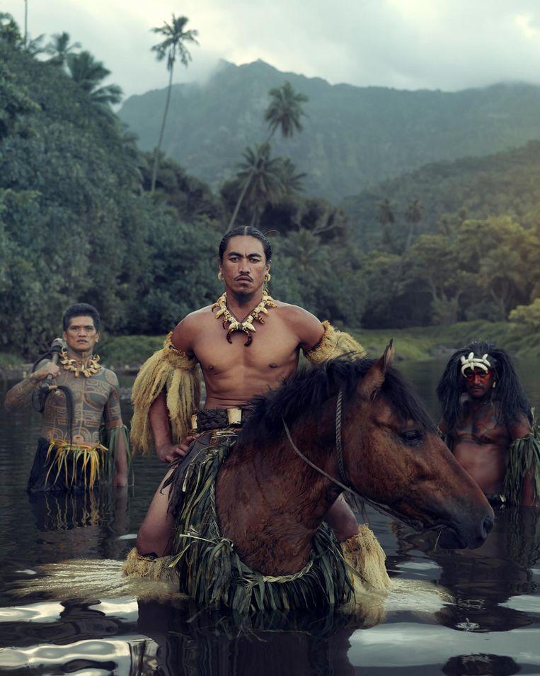Beeld uit het boek Homage to Humanity. Vaioa river, Atuona, Hiva Oa, Marquesas, Frans Polynesië Beeld Jimmy Nelson