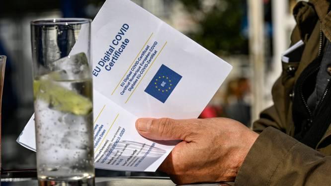 """L'entrée en vigueur du Covid Safe Ticket à Bruxelles reportée: """"Les gens n'y comprennent plus rien"""""""