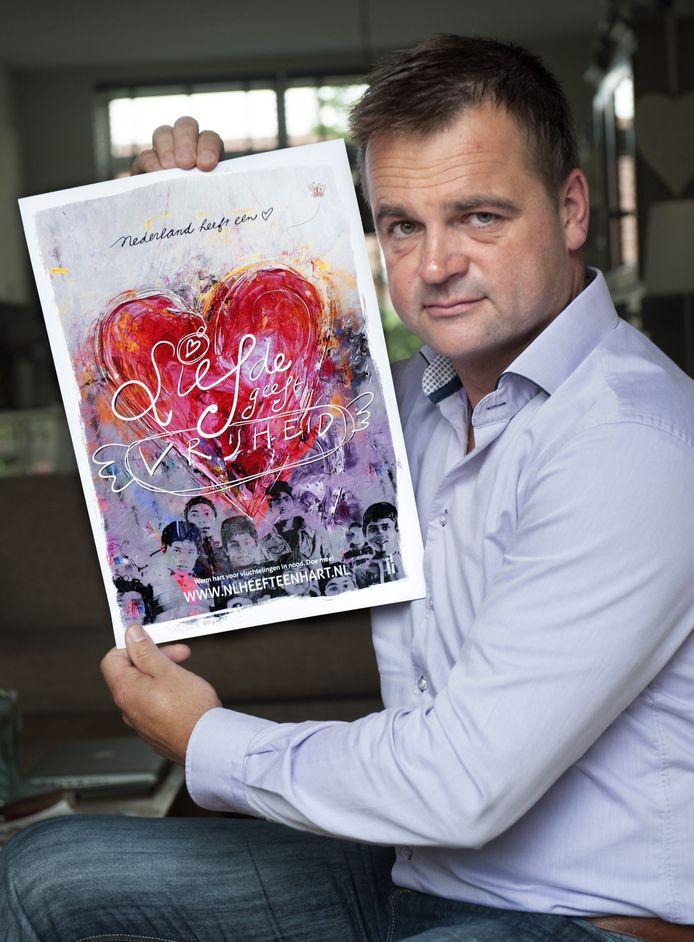 Marco van der Straten met de poster