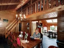 Ria verkoopt na 30 jaar het sfeervolle Scandinavische houten huis dat ze samen met haar man bouwde