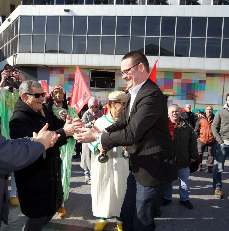 De welbespraakte voorzitter van de PTB Raoul Hedebouw op een protestmars. Beeld belga