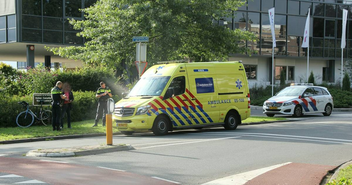 Wielrenner gewond bij aanrijding met auto in Holten.