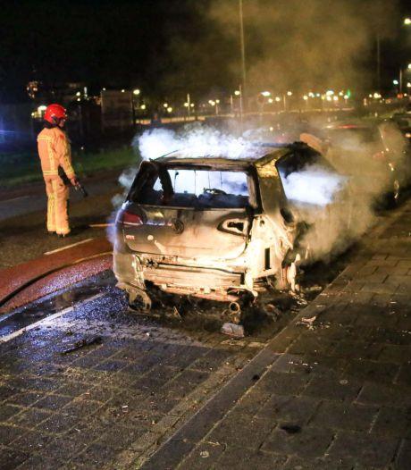 Auto verwoest door brand in Helmond