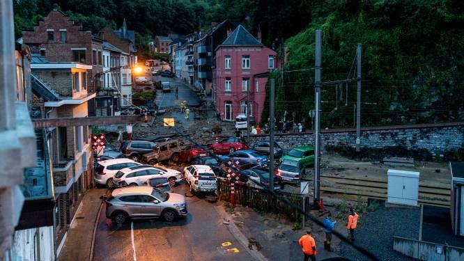 """Ils ont vu des voitures emportées dans leur rue à Dinant: """"Soudain, l'eau est descendue par vagues, c'était la mer"""""""