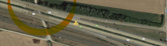 Beide donkerdere zones links op de foto binnen de halve oranje cirkel zijn aan vervanging toe.