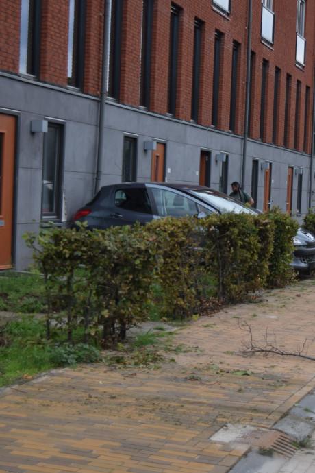 Automobilist botst tegen appartement in Doetinchem