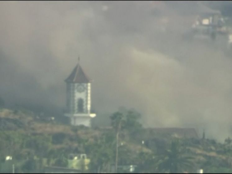 Ook kerk sneuvelt door lavastroom op La Palma